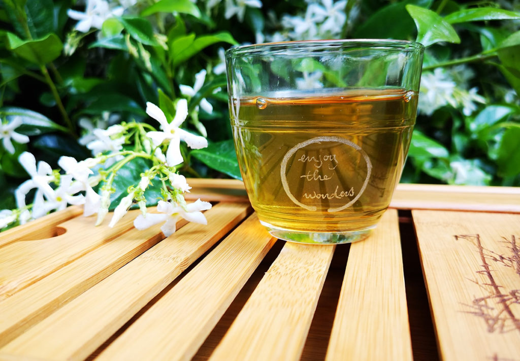 How does green tea taste?