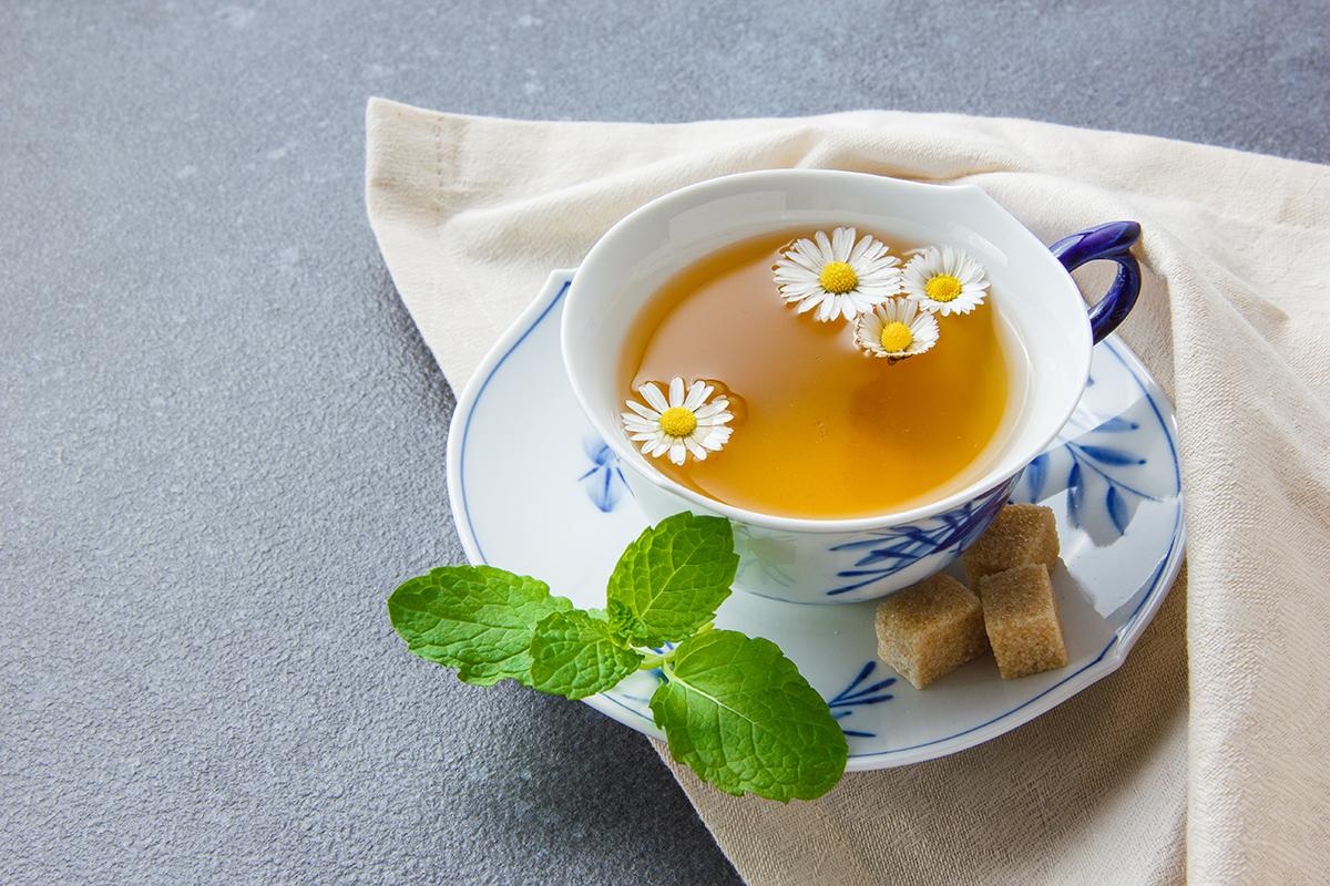 HOW TO MAKE CHAMOMILE TEA FOR BETTER SLEEP