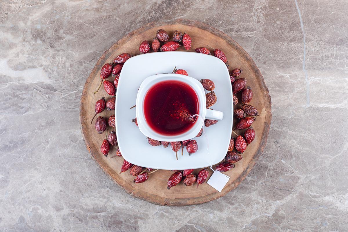 HOW TO MAKE ROSEHIP TEA: HEALTH BENEFITS AND RECIPE